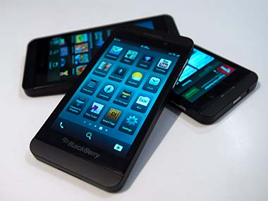 BlackBerry plans sales sops to distributors; handset prices may fall