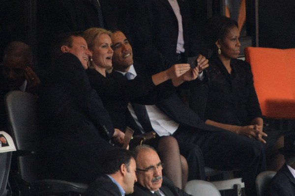 BlackBerry Z10 spotted In This Obama Selfie At Nelson Mandela's Memorial Service